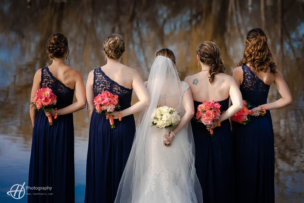 Bridemaids with red bouqets