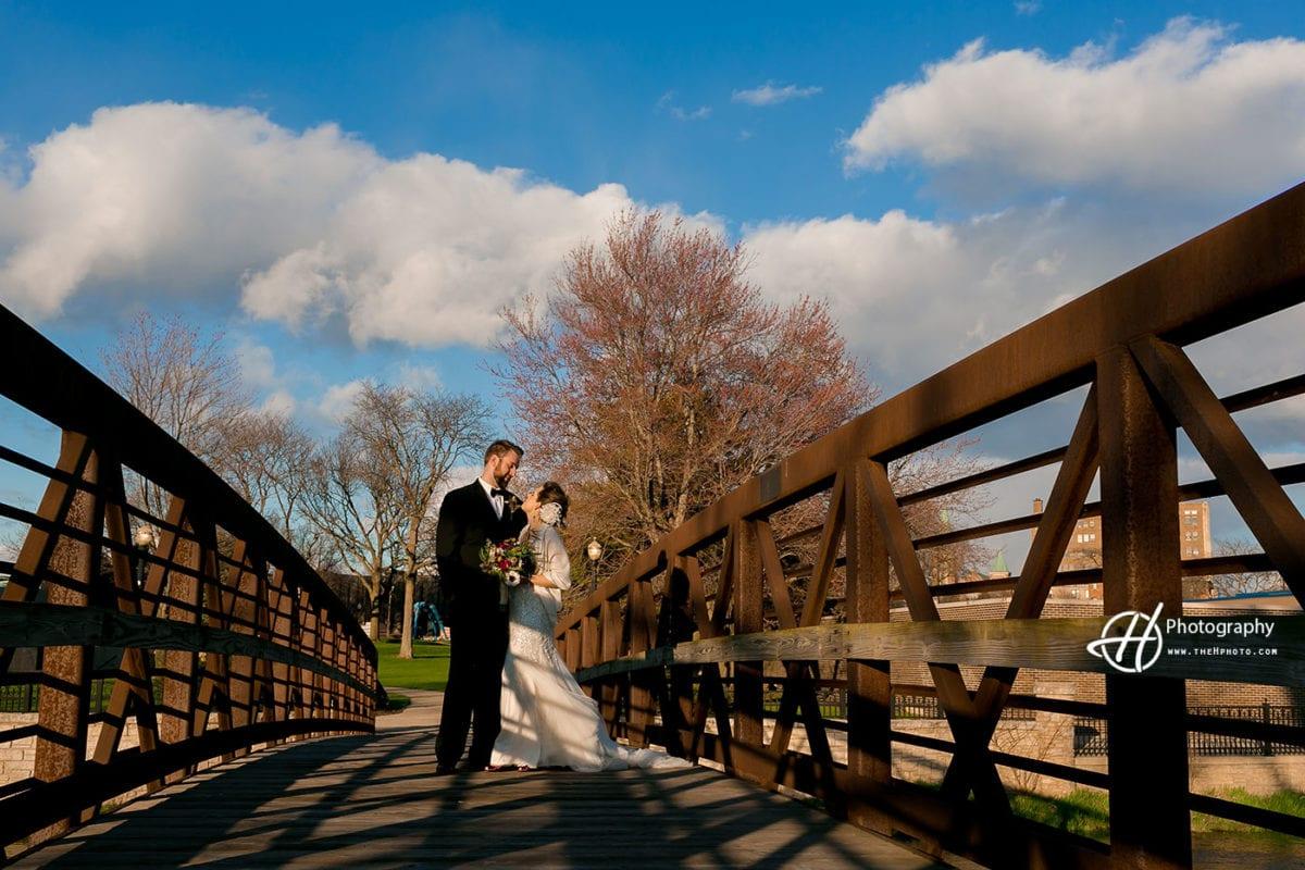 wedding-picture-on-the-bridge