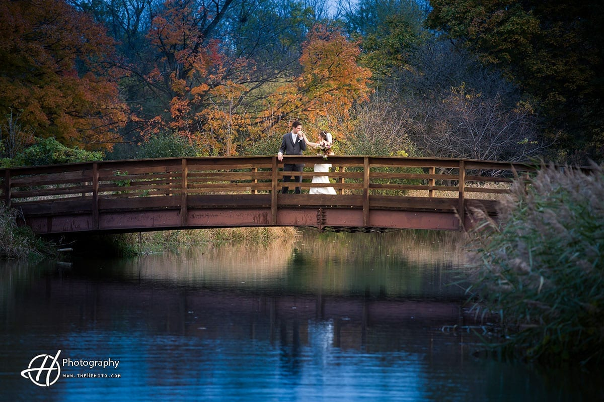 Eaglewood-resort-Itasca-wedding-fall-season