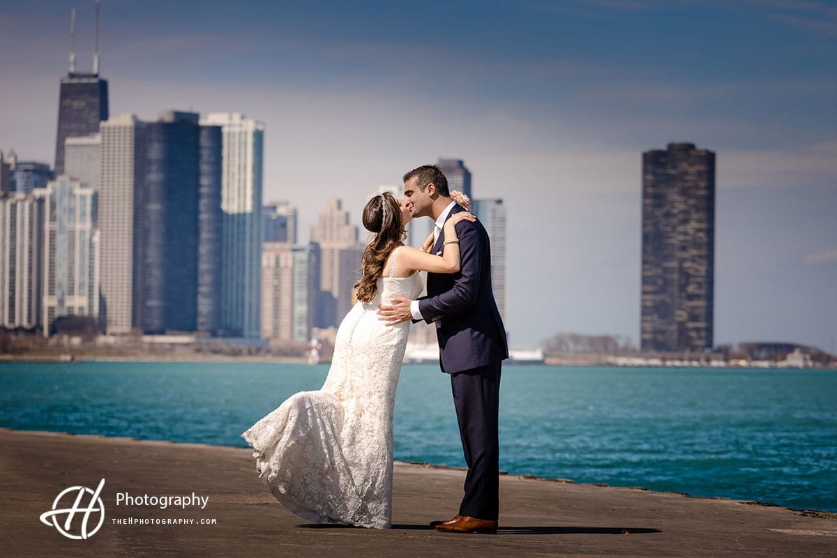kissing with Chicago in background