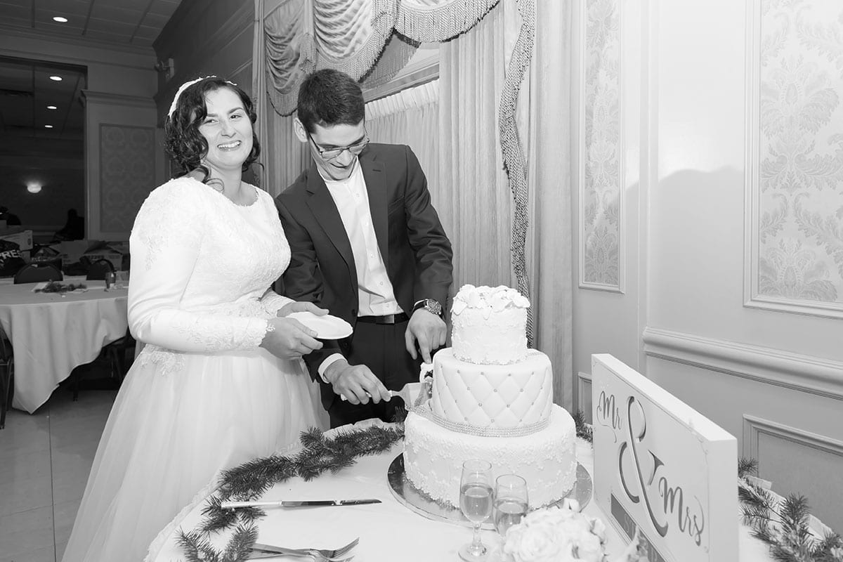 Taby and Emi cutting the cake.